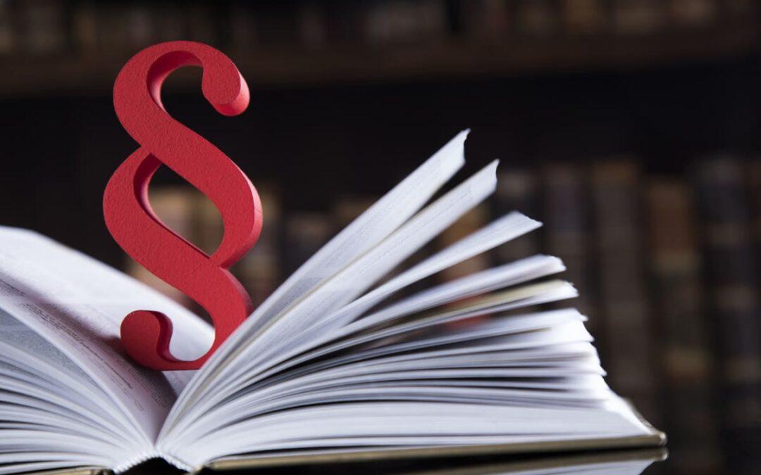 Buch mit Paragraphenzeichen
