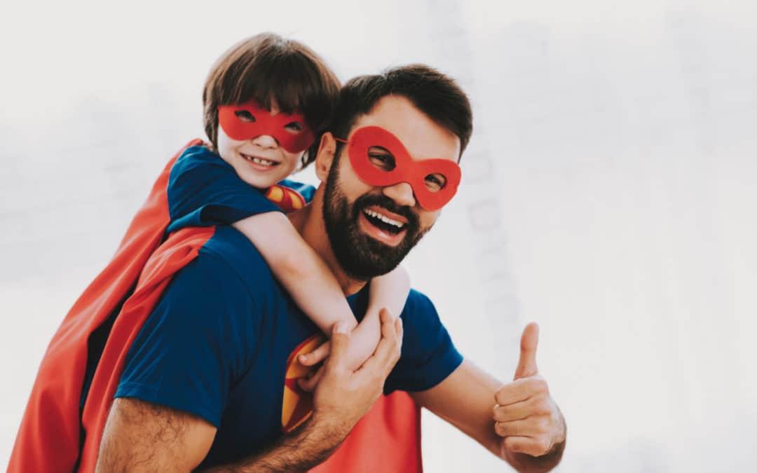 glückliches Scheidungskind mit Vater